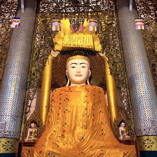 Yangon Shwedagon Pagode Buddha Mönchsrobe