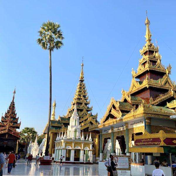 Yangon Shwedagon Pagode kleinere Tempel