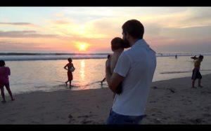 Zwei Familien auf Weltreise der Film Benni mit Sohn
